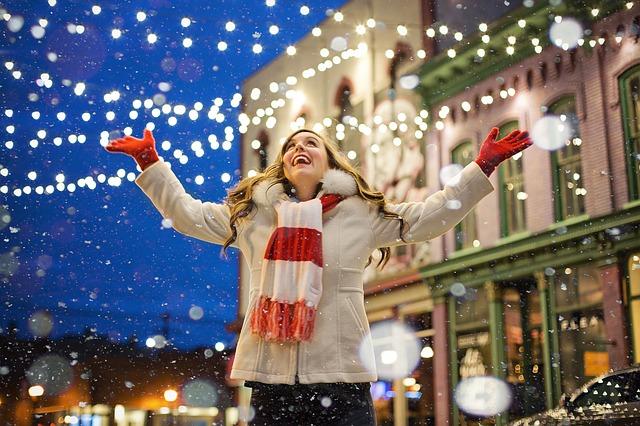 Pomysły na świąteczne prezenty dla kobiet i mężczyzn.